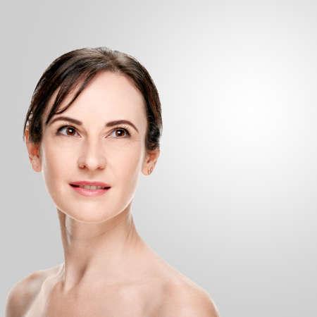 Photo pour Portrait of beautiful middle aged woman with brunette hair - image libre de droit