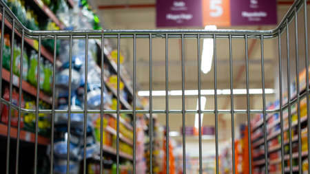 Foto für shopping cart in the supermarket shopping mall - Lizenzfreies Bild