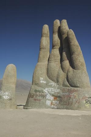 View of the Mano del desierto sculpture