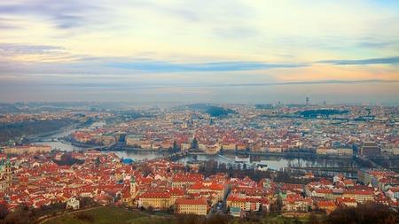 Photo pour Bird\'s eye view of Prague river with bridges - image libre de droit