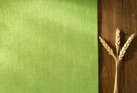 Photo pour ears of wheat on wooden background - image libre de droit
