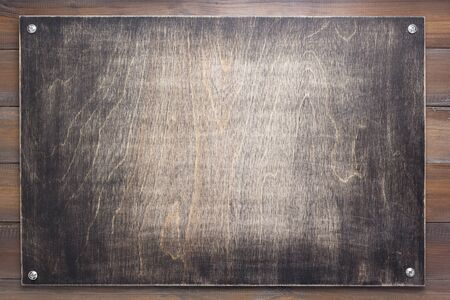 Photo pour nameplate at wooden background texture, on plank board wall - image libre de droit