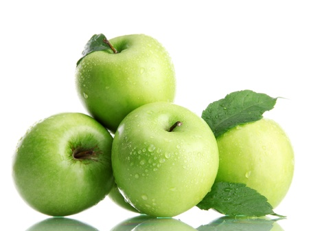Photo pour Ripe green apples with leaves  isolated on white - image libre de droit