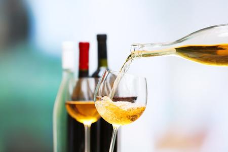 Foto für Wine pouring into wine glass, close-up - Lizenzfreies Bild