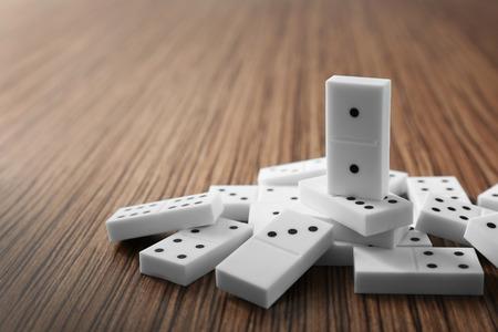 Photo pour Heap of dominoes on wooden background - image libre de droit