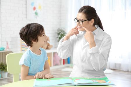 Photo pour Young woman teacher and little boy on private lesson - image libre de droit