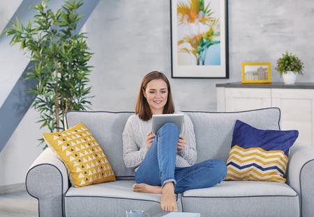 Foto de Young woman working with tablet at home - Imagen libre de derechos