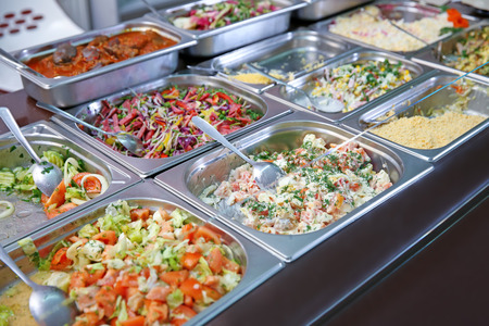 Photo pour Steel self service trays filled with delicious food - image libre de droit