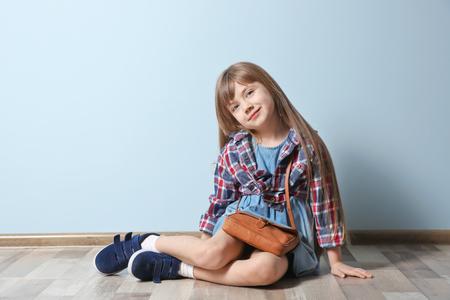Photo pour Cute little girl sitting on floor. Fashion concept - image libre de droit