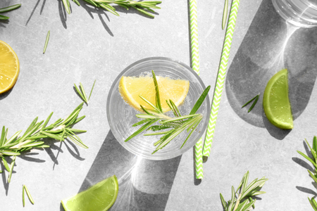 Photo pour Glass of fresh lemonade with rosemary on grey background - image libre de droit