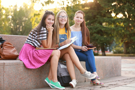 Foto de Cute teenagers spending time outdoors - Imagen libre de derechos