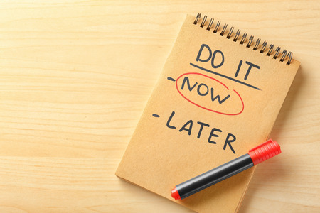 Photo pour Notebook with choice DO IT NOW or LATER and marker on wooden table - image libre de droit