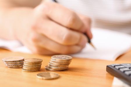 Foto de Young man counting money at table, closeup - Imagen libre de derechos