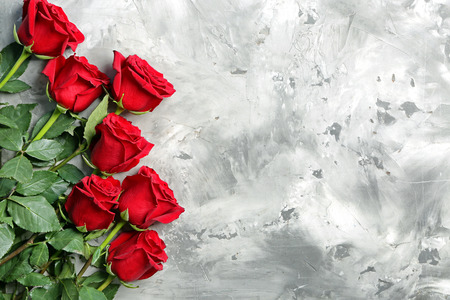 Foto de Beautiful red roses on light background - Imagen libre de derechos