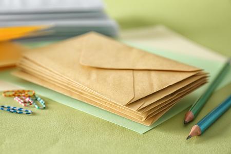 Photo pour Mail envelopes on color background, closeup - image libre de droit