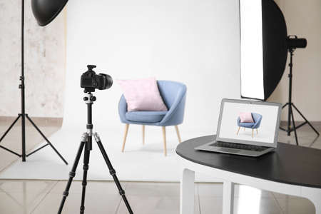 Photo pour Interior of modern studio during photographing of furniture - image libre de droit