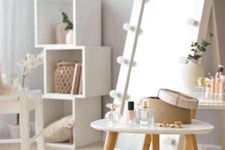 Foto de Table with accessories and cosmetics in modern makeup room - Imagen libre de derechos