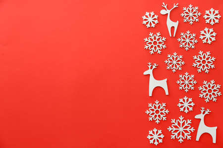 Photo pour Christmas decor in shape of snowflakes and deer on color background - image libre de droit