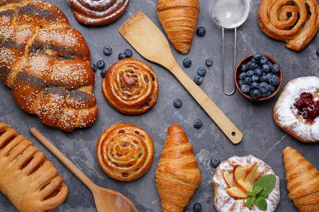 Photo pour Assortment of sweet pastry on gray background - image libre de droit