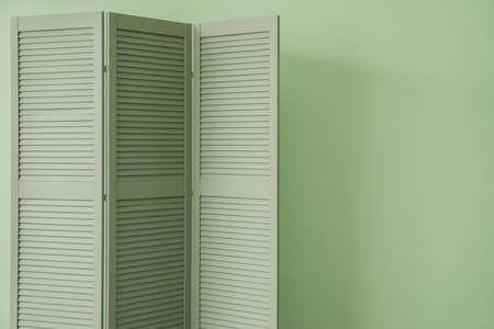 Photo pour Wooden folding screen on color background - image libre de droit