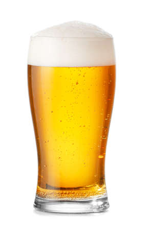 Photo pour Glass of fresh beer on white background - image libre de droit