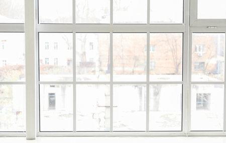 Photo pour Big modern metal-plastic window in room - image libre de droit