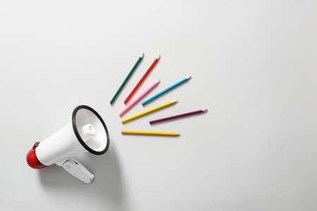 Photo pour Megaphone with colorful pencils on white background - image libre de droit