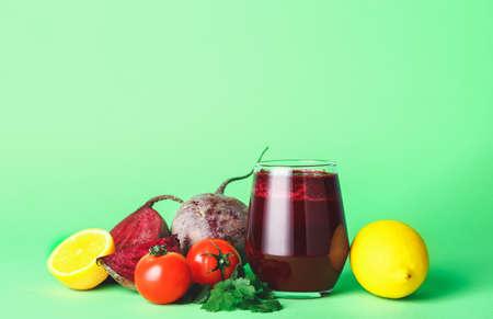 Foto für Glass of fresh vegetable juice on color background - Lizenzfreies Bild