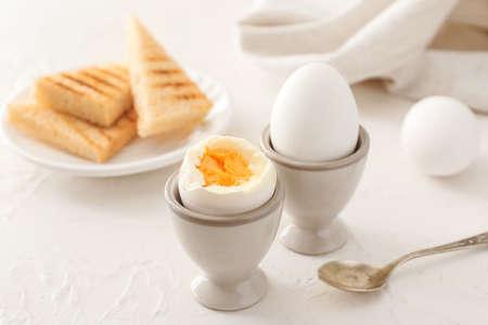 Photo pour Tasty boiled eggs on table - image libre de droit