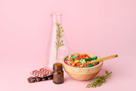 Photo pour Plant based pills on color background - image libre de droit