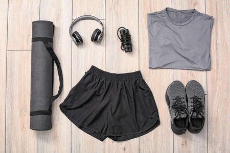 Photo pour Composition with sportswear on wooden background - image libre de droit