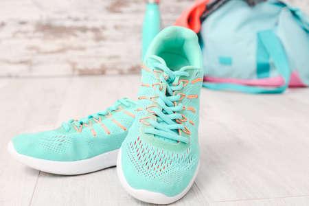 Photo pour Sport shoes on wooden table - image libre de droit