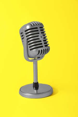 Photo pour Retro microphone on color background - image libre de droit