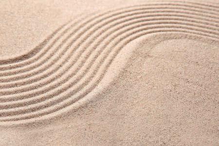 Photo pour Texture of sand with lines. Zen concept - image libre de droit