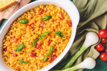 Photo pour Tasty baked pasta in dish on table - image libre de droit