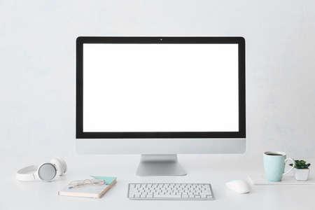 Photo pour Modern computer on table in room - image libre de droit