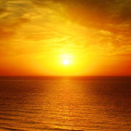 Photo pour Beautiful sunset above the sea                                     - image libre de droit