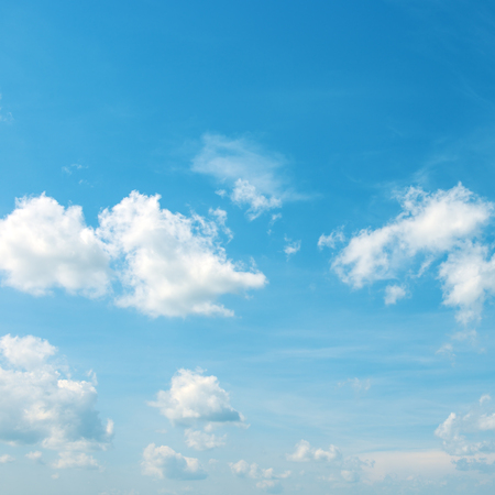 Foto de Heavenly landscape - white clouds in bright blue sky. - Imagen libre de derechos