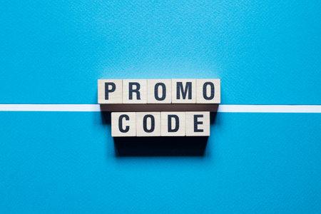Photo pour Promo code, promocode word Written In Wooden Cube. - image libre de droit