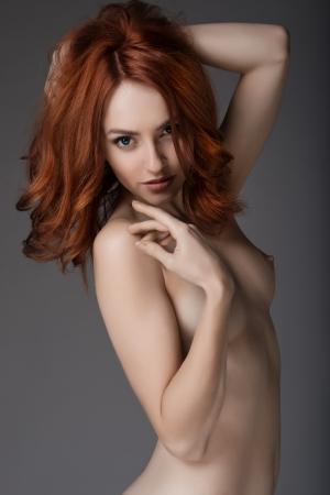Nacktschwarze Mädchenröhre