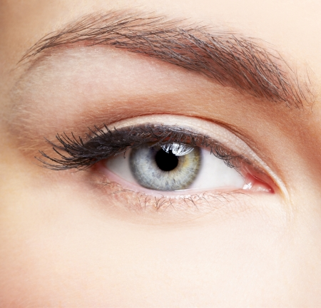 Photo pour close-up portrait of young beautiful woman's eye zone make-up - image libre de droit