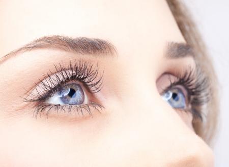 Photo pour Closeup shot of woman eye with day makeup - image libre de droit