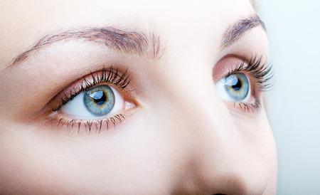 Foto de Close-up shot of female face with eyes makeup - Imagen libre de derechos
