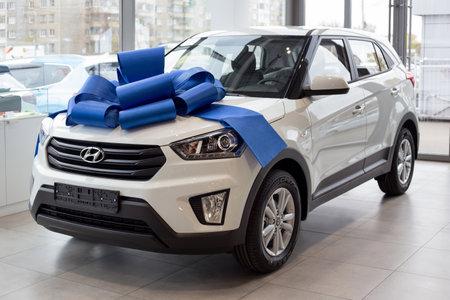 Photo pour Russia, Izhevsk - October 10, 2019: New modern car Creta in the Hyundai showroom. Famous world brand. - image libre de droit