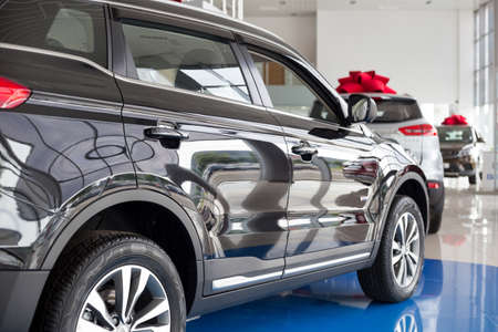 Photo pour Russia, Izhevsk - August 14, 2020: New modern car Atlas in the Geely showroom. Back view. Car manufacturer from China. - image libre de droit