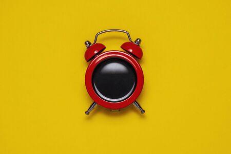 Photo pour Red coffee alarm clock with bells, copy space - image libre de droit