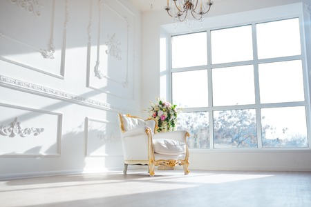 Photo pour White leather vintage style chair in classical interior room with big window and spring flowers. - image libre de droit