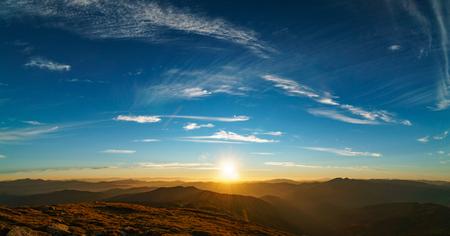 Photo pour Beautiful landscape at sunset of the Ukrainian Carpathian Mountains, Chornohora from Mount Petros - image libre de droit