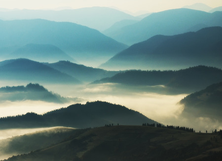 Photo pour silhouettes of mountains. autumn morning in the Carpathian mountains. foggy dawn - image libre de droit