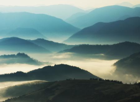 Foto de silhouettes of mountains. autumn morning in the Carpathian mountains. foggy dawn - Imagen libre de derechos